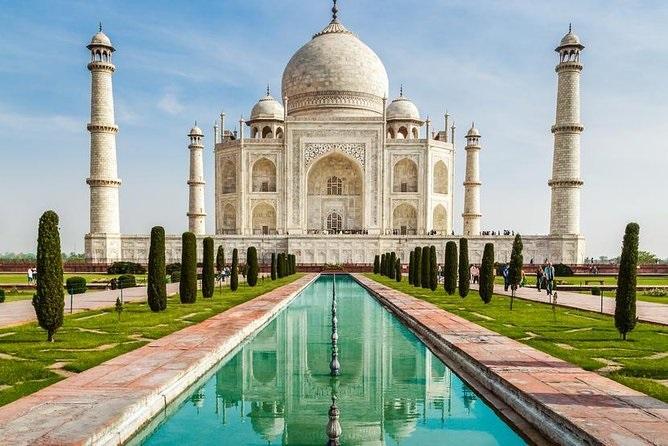 How can I go to Taj Mahal from Delhi?