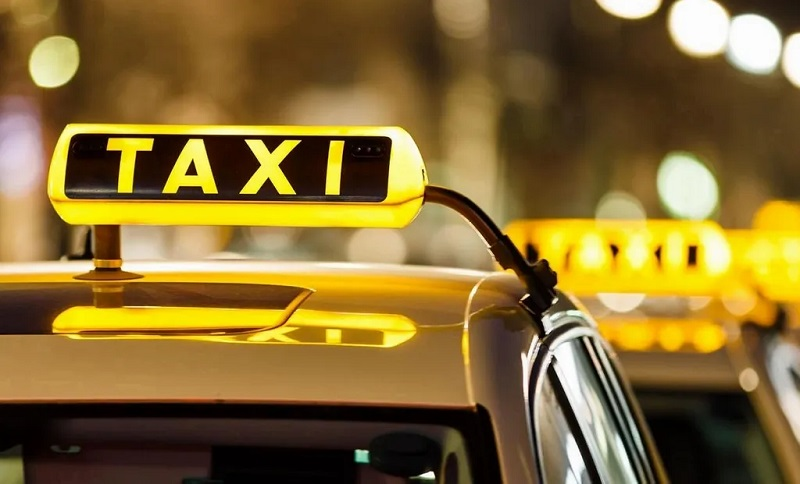 Factors To Consider While Getting An Airport Taxi