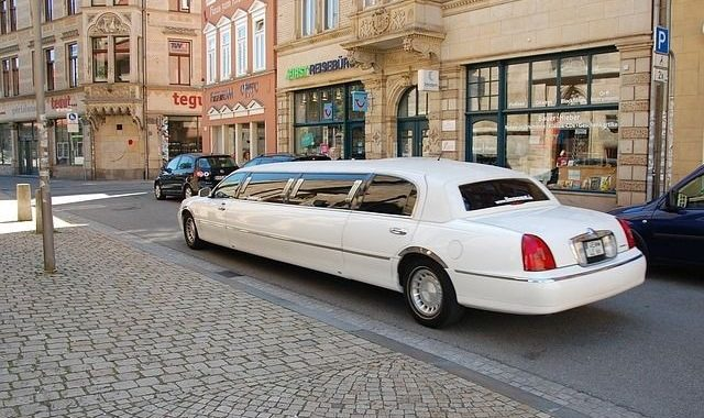 Why Choose Limo Services for Your Next Family Vacation?