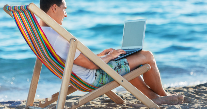 Who are digital nomads and what are the benefits of being a digital nomad?